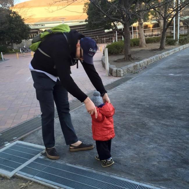 パパママと楽しく遊ぶことはもちろん、子どもたち同士のコミュニケーションの場でもある公園。暖かく見守りたいですね♪