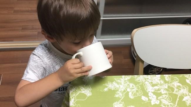 《コップトレーニングを始めよう♪》ストロー大好きな息子が実践! 我が家のコップトレーニングの進め方3ステップ