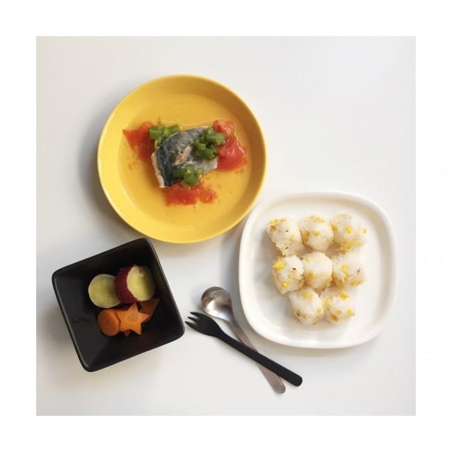 〈メニュー例〉アジのアクアパッツァ風・蒸しさつまいも・にんじん(鰹だしで煮たもの)・とうもろこしおにぎり