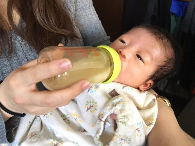 哺乳瓶の飲み口の形状には赤ちゃんによって好みがあるみたいなので、買っておいたもので飲んでくれなかった!なんていう失敗も