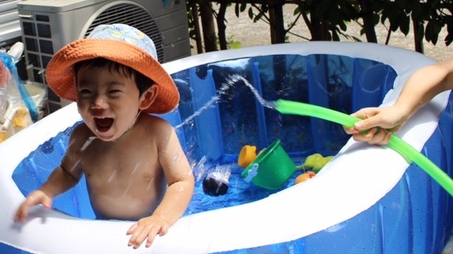 《オムツのようなスイムパンツって?》ベビーの水遊びデビュー、何を履かせたらいいの?