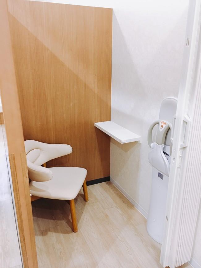 個室の授乳室もあります