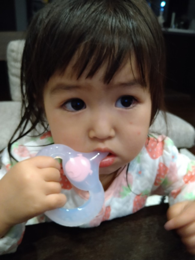 お姉ちゃんの歯磨きのタイミングで手渡すと、妹もしっかり磨きます