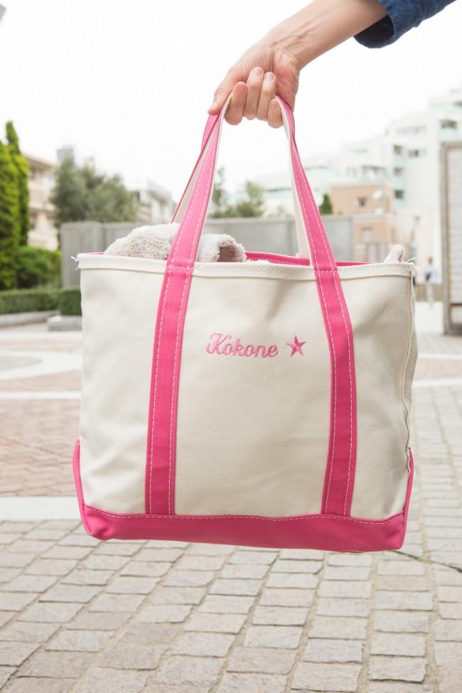 お名前入りのLLBeanのトートバッグは、ママバッグの大定番! ピンクが春らしくてかわいい♡