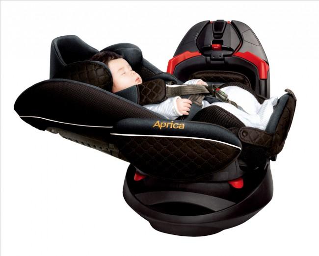 アップリカのチャイルドシートは、赤ちゃんの安全を守り続けている
