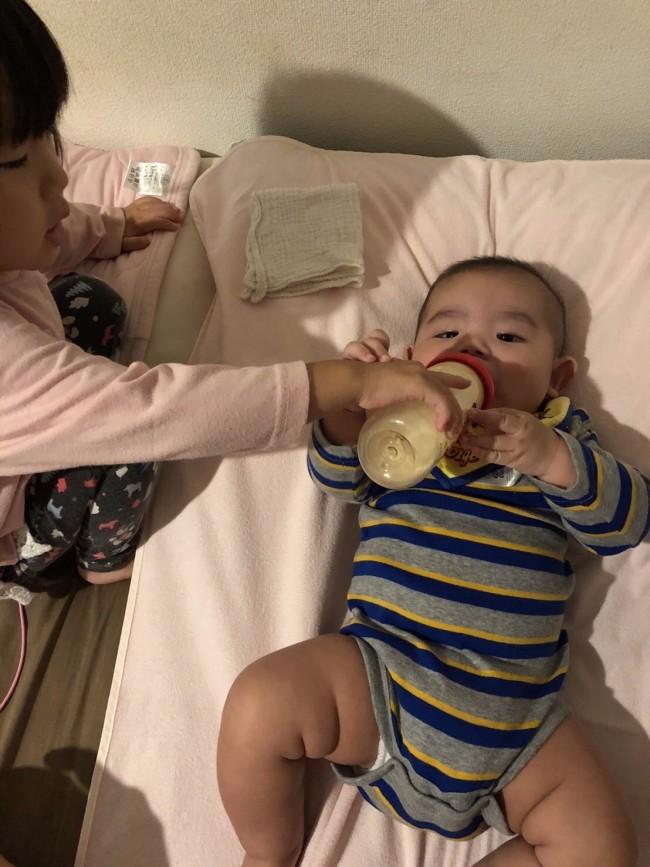 家族みんなで弟にミルクをあげる経験ができたのがミルク育児の思わぬ利点でした