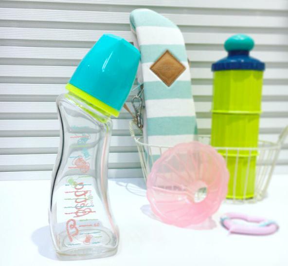 哺乳瓶は産前にひとつ用意。赤ちゃんの好みを試しながらの買い足しが◎だと思います