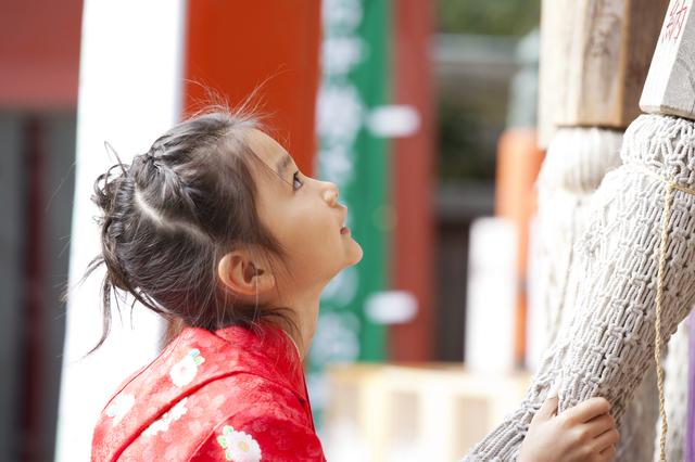 初詣は、家族そろって行きたいですね。素敵な一年になりますように!