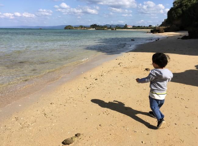 まだ海に入るには早いですが、それでも十分楽しめる沖縄。子連れで快適に過ごす沖縄旅行のアレコレをお伝えします♪