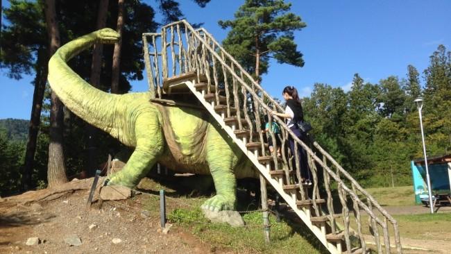 《恐竜好きっ子必見!》本物みたいな動く恐竜に大興奮♪ 遊んで学べる福井県立恐竜博物館へ行こう!