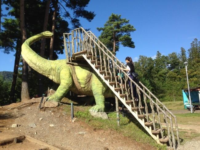 大きな恐竜がいる公園