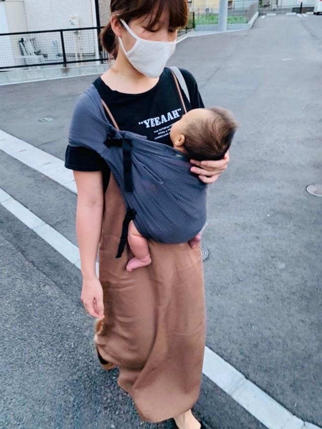 妊娠中、お姉ちゃんの抱っこで使用して感動したミニモンキー。今後は新生児で使ってみました♪