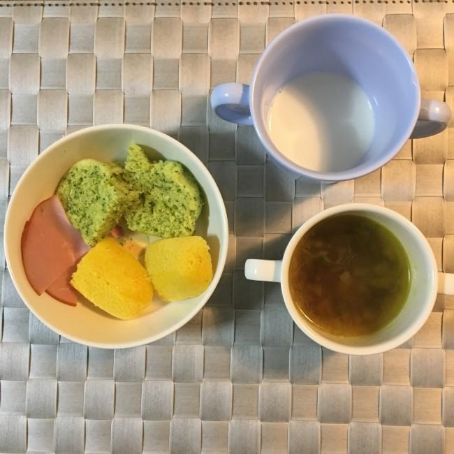 野菜の蒸しパンで、こっそり野菜摂取を。カラフルで見た目もGOOD! スープは味のバリエーションを増やし食べやすく