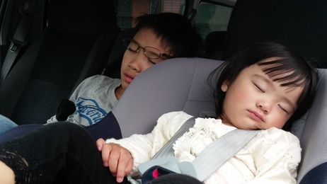 寝かせるための音楽って、案外重要。子どもたちが寝ると、パパ&ママも落ち着いた時間を過ごせます