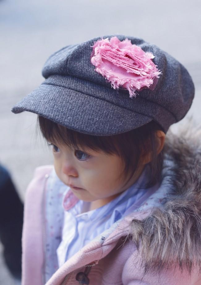大人顔負けのファンシーザットハット。ピンクのフラワーモチーフが、可愛らしい里歩ちゃんの雰囲気にぴったりです♡