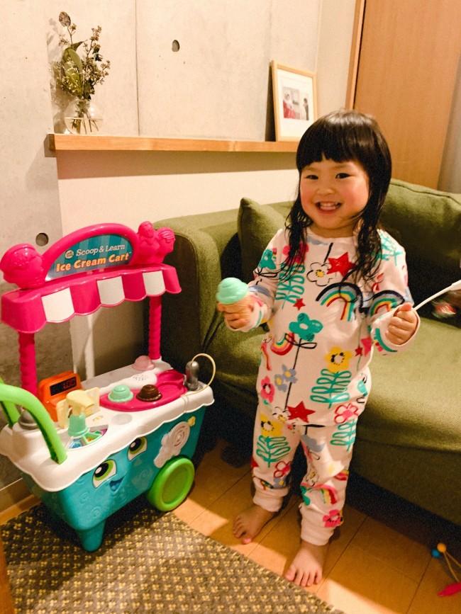 楽しすぎて、パジャマになってからも遊び続ける娘♪