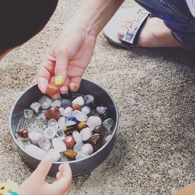キラキラした天然石は、子どもとママの宝物に♡