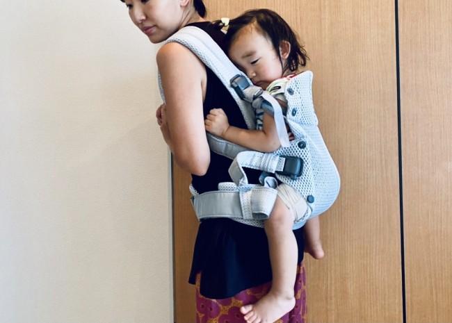 対面抱っこで寝てしまったら、くるんとおんぶにするのが定番。息子も気持ちよさそう♡