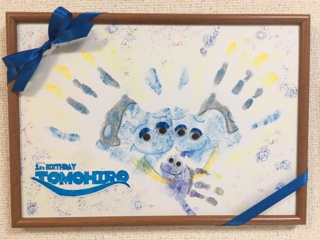 今回は、パパママの手形も合わせた、家族の手形アートに♪