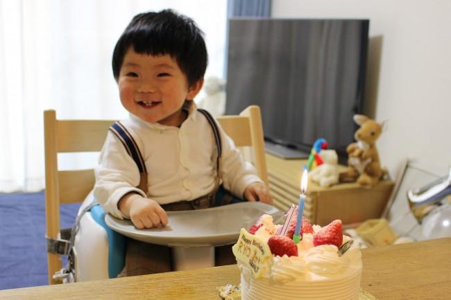 お兄さんらしくなってきた1歳の誕生日。大人っぽい格好でキメてみました♪