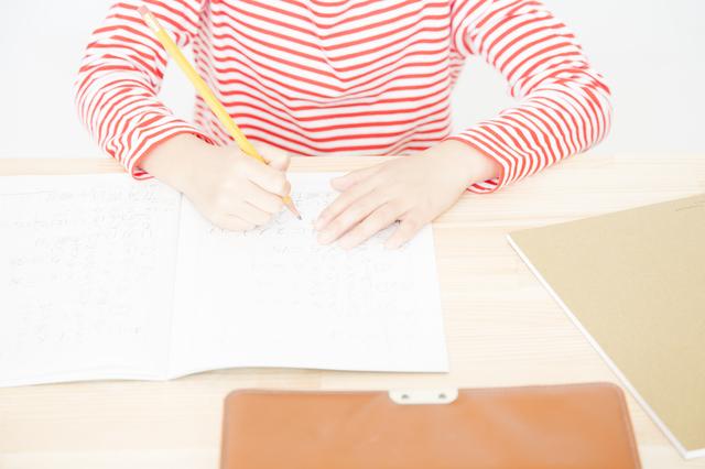 四月から、新一年生になる我が子。先輩ママたちに、学習机の必要性についてリサーチしました!