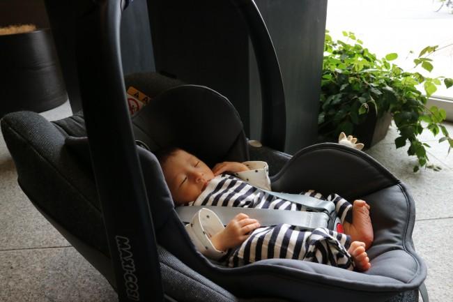 産院から退院するときはマキシコシにサイベックスの新生児用インサートを利用