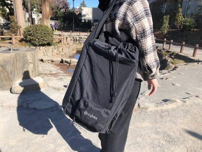 専用バッグに入れると、肩掛けで持ち運びできます