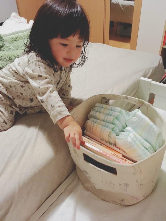 ママこれ読んで〜と、自分で絵本を選んでくるように