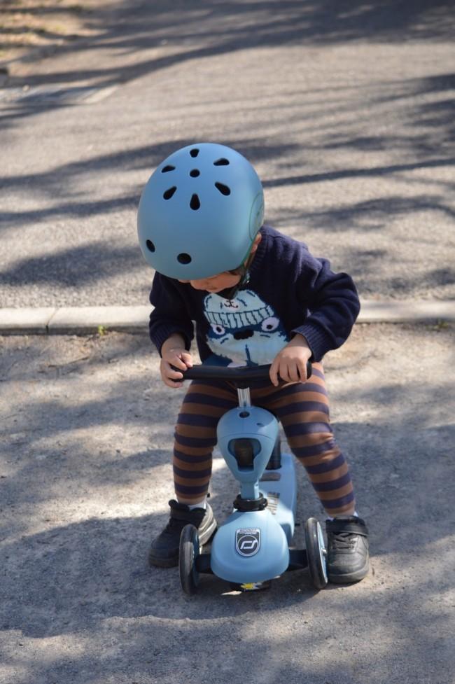 子どもの動作を理解したデザイン。走行はもちろん、乗降時もスムーズでした。シートも座りやすいのか、乗り出すとなかなか飽きません