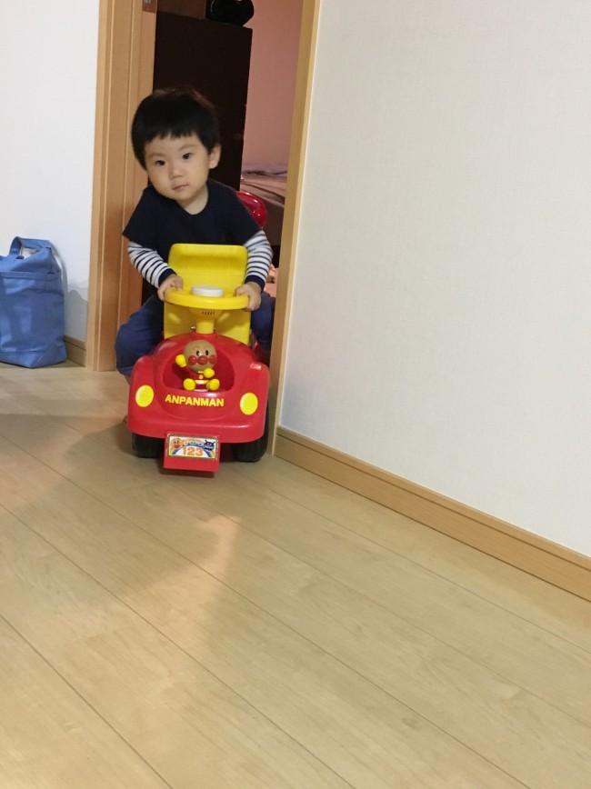 コンビカーを乗り回せるスペースが確保できて、息子もご機嫌です♪