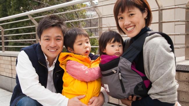 【family snap!】家族でお散歩に♡ 身軽なママはエルゴのパフォーマンスを愛用!
