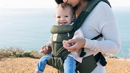 《今年最も売れた抱っこひもランキング5》シンプルで使いやすいデザインと装着性orよりきめ細やかに多機能化?