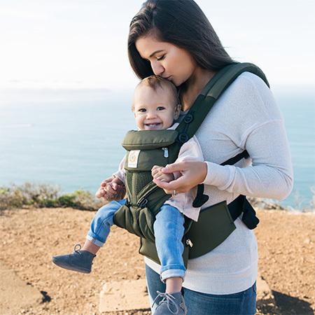赤ちゃんの最も身近にあるアイテムといっていい抱っこひも。今年のパパ&ママに人気だったモデルはどんなもの?