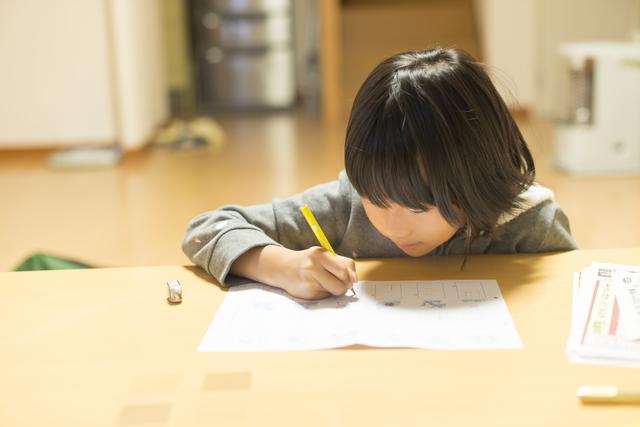 住宅環境もありますが、最近はリビングで宿題をする子が多いそうです