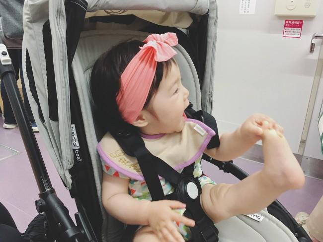 娘のファッションが際立つので、シンプルなアークティックグレーで正解!