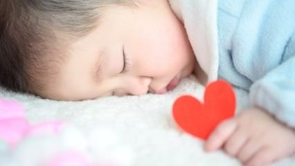 ポイントはパジャマ?室温? 乳幼児の冬の寝冷え対策!
