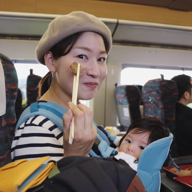 お昼ご飯は、駅弁を買って新幹線のなかで♪
