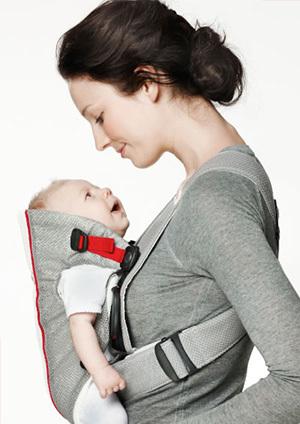 新生児期にはビョルンのオリジナルがベスト! ママも赤ちゃんも安心して装着できる抱っこ紐です