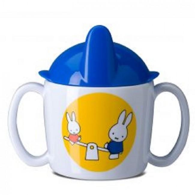 メラミンで軽く、両手付きのカップが使いやすいかも。蓋を取り外してコップとしても使えます