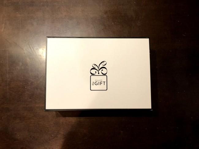 磁石でサラッと止まる立派なお箱に、届いたときからワクワク。素敵なboxに入っています