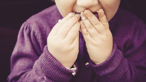 《離乳食→幼児食へのステップアップ》手づかみ食べのススメ&ワンポイントアドバイス