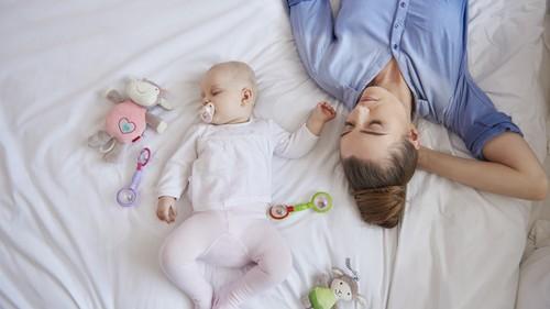 我が家のお昼寝事情♪ 抱っこから下ろすと起きる「背中スイッチ」赤ちゃんに効く方法はこれ◎