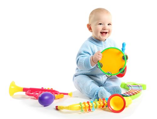 赤ちゃんでも楽しく使える、我が家のミュージックトイをご紹介します!