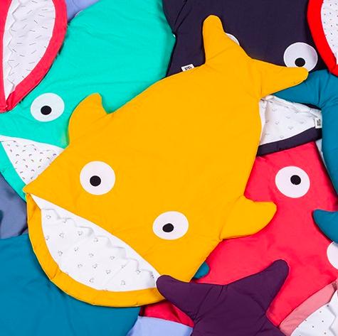 カラーも豊富で迷っちゃう! 大人っぽく落ち着いたデザインの育児用品が増えているなか、思い切ったデザインがキュート♡