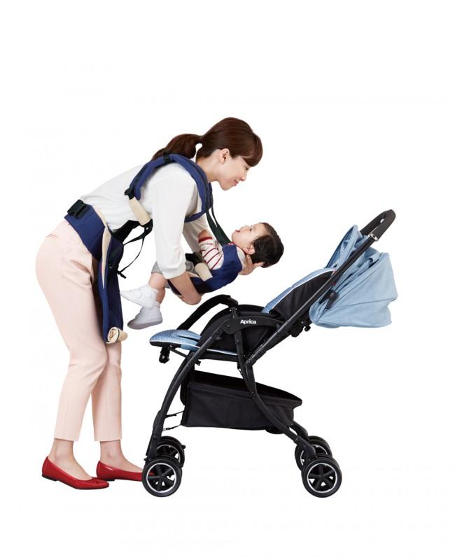 外出時、ベビーカーと抱っこひもを両方持っていくというママは多いのでは。「コランCTS」なら、ベビーカー⇄抱っこひもの乗せ替えがスムーズ