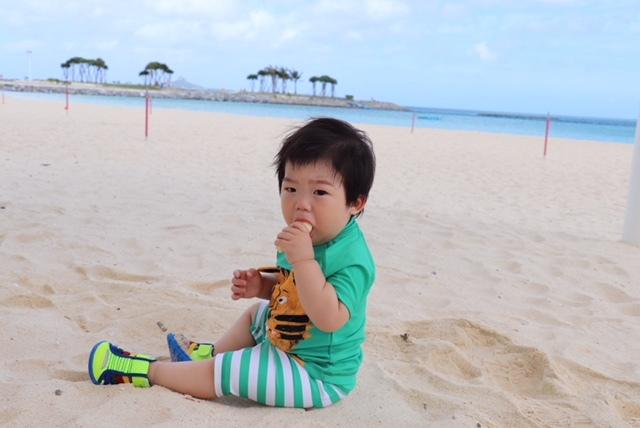 沖縄に旅行にいった際も、バナナを一房購入。外出先でも、少しでも自然なものをあげたいですね