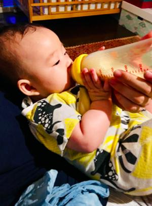 母乳も出たのですが、夜間は夫がミルクを作ってくれたり、薬をのんだりすることがあるので哺乳瓶は必要