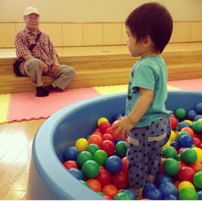 大きなボールプールも、楽しそう! この日はおじいちゃんと行きました♪