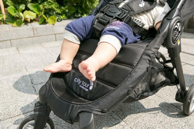 成長したら、下げて使用しても。フットレスト付きだと、自分で乗り降りできる年齢になってからも足を置けて安心です