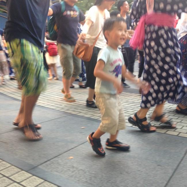 にゅ〜盆踊りの一幕。プロのダンサーが盆踊りを教えてくれるイベントは貴重! 子供も楽しそう!